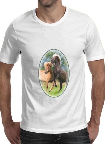 T-Shirts Zwei Isländer Pferde spielen, steigen und toben auf einer Wiese