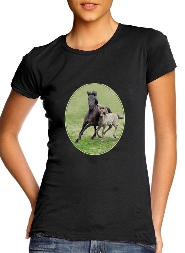 Horses, wild Duelmener ponies, mare and foal voor Vrouwen T-shirt